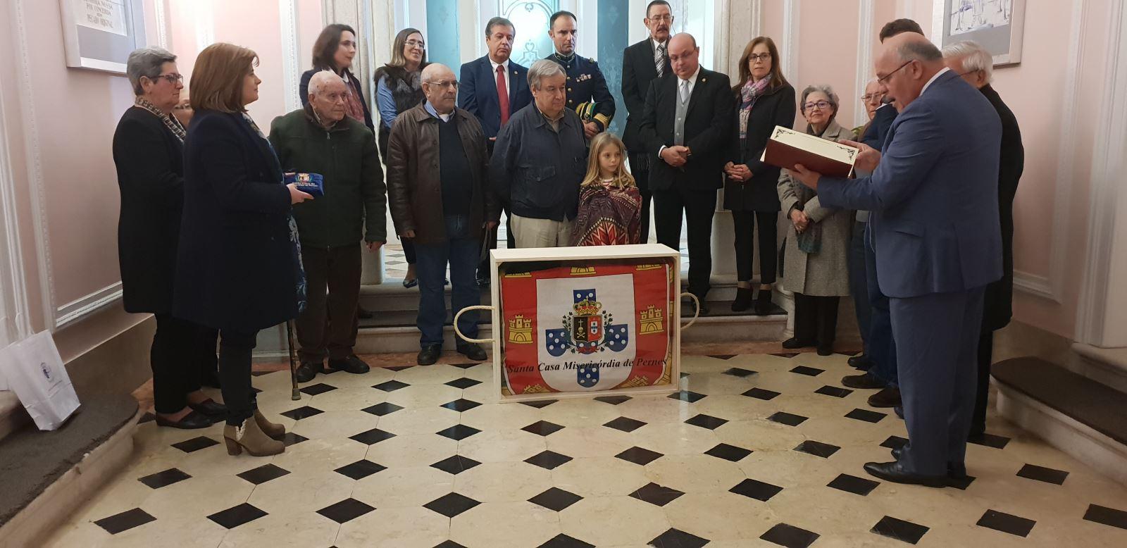 Pernes | Misericórdia oferece tapeçaria a líder da ONU