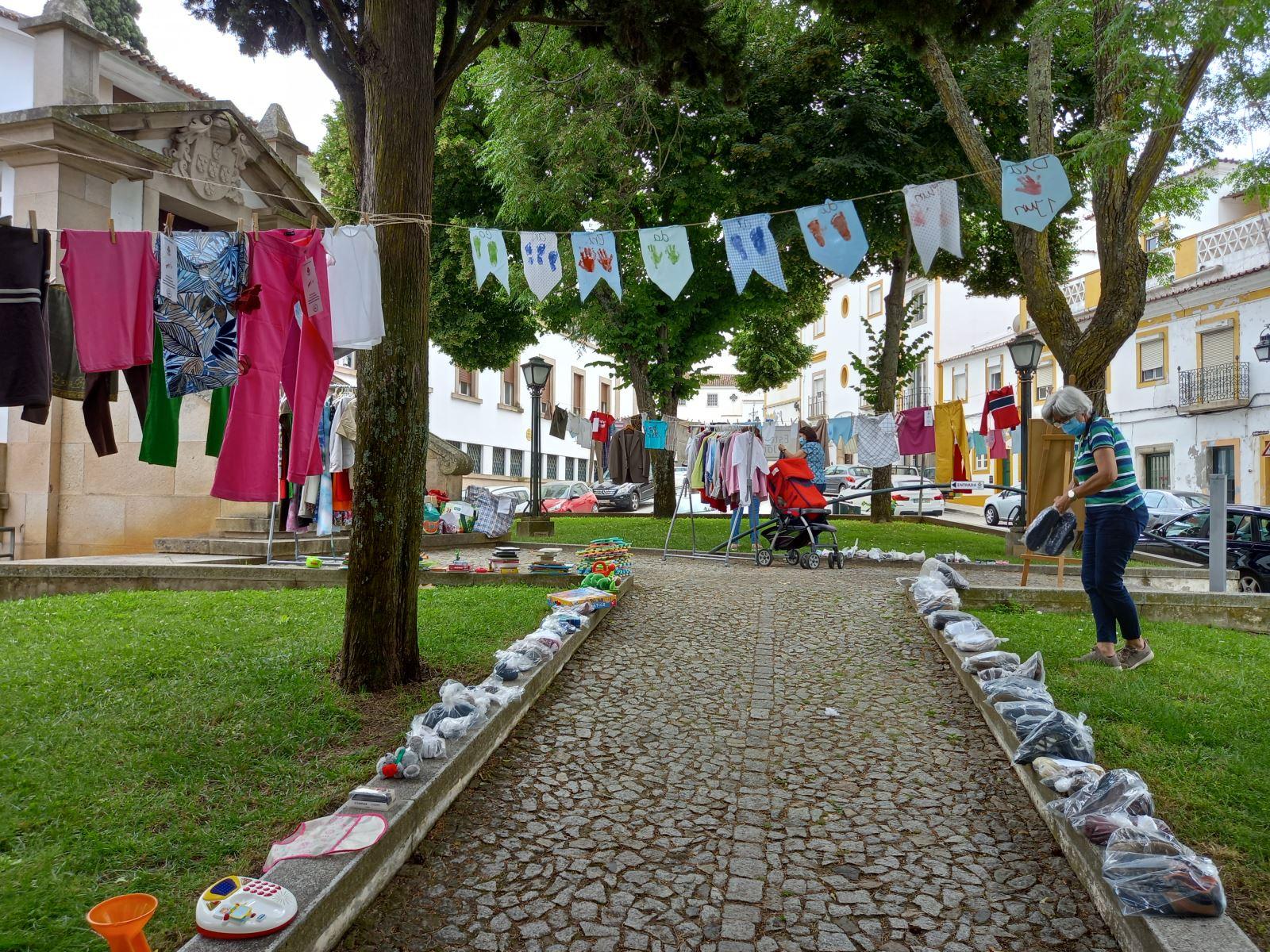 Évora | Estendal solidário doa mais de 2500 peças