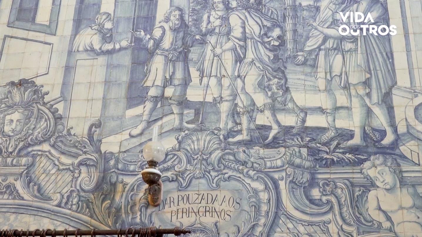 A Vida dos Outros | Obras de misericórdia em azulejo na igreja da Misericórdia de Arraiolos
