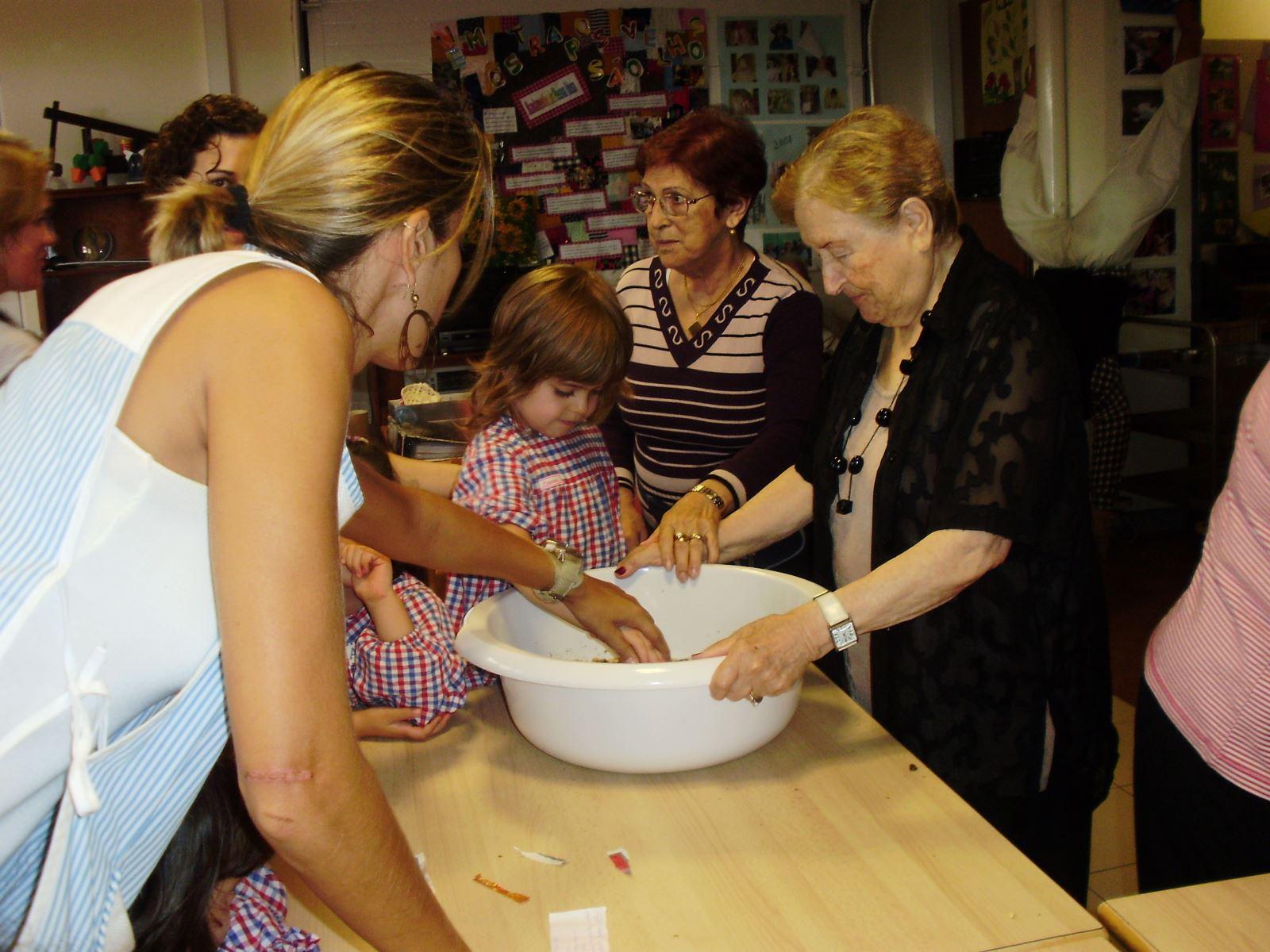 Pão por Deus | Abrir portas à solidariedade no 'Dia de Todos os Santos'