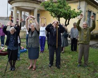 Bragança | Idosos aderem com entusiasmo a aula de yoga