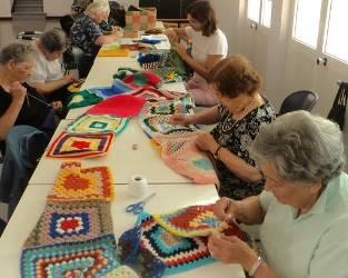 Cartaxo | Manta de tricô gigante em prol dos direitos dos idosos