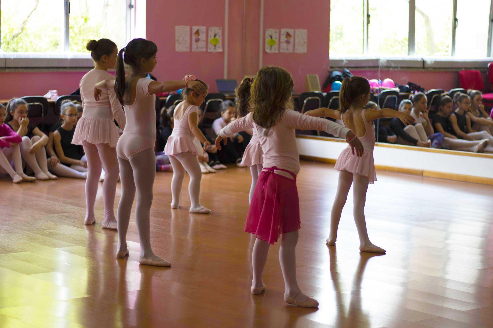 Arganil | Incutir disciplina e 'fugir' das tecnologias com ballet