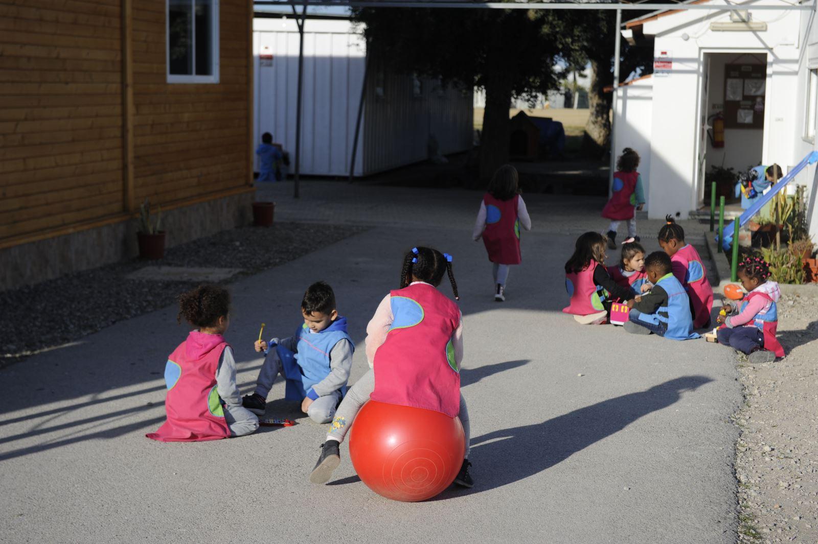 Seixal | Centro Comunitário apoia famílias do bairro de Santa Marta do Pinhal