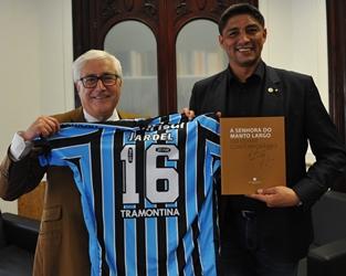 UMP | Visita de antigo jogador de futebol Mário Jardel