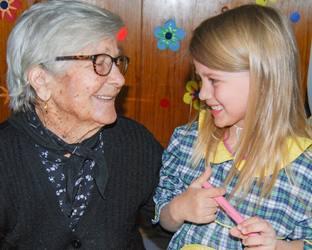 Mora | Páscoa vivida com 'ternura' por crianças e idosos
