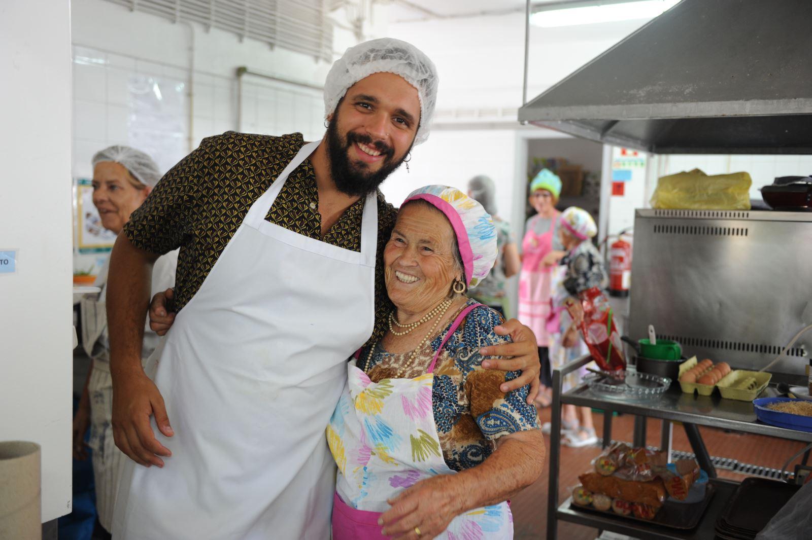 Almada | 'Avós do mar' ensinam turistas a cozinhar