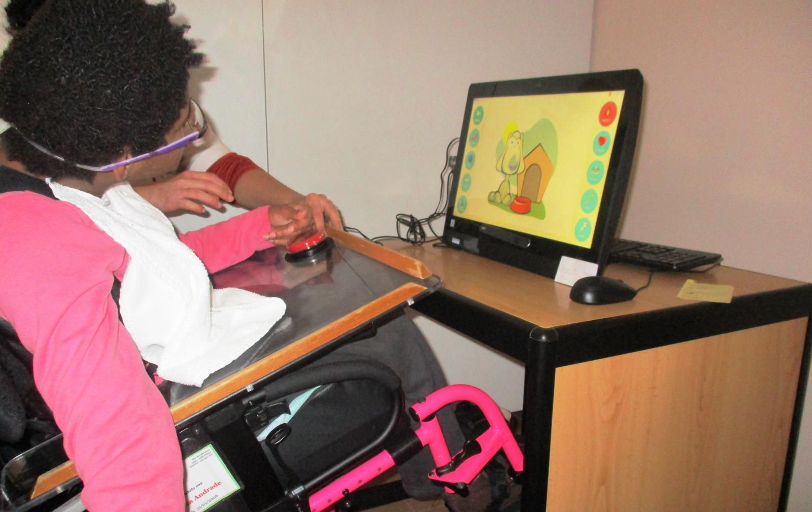 Donativo facilita comunicação a crianças e jovens com deficiência