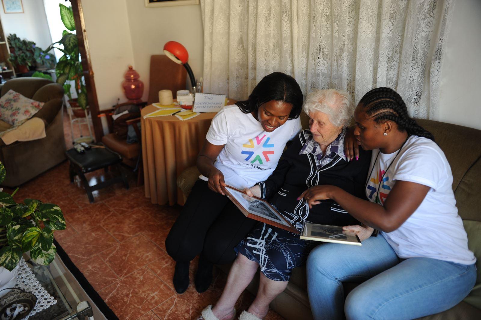 Amadora | Ajudantes de SAD combatem solidão dos idosos