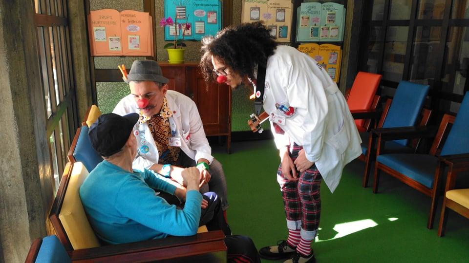 Visita de Ruy de Cravalho e Palhaços d'Opital ao lar da Murtosa