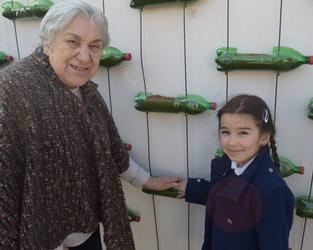 Bragança | Idosos plantam horta vertical com crianças